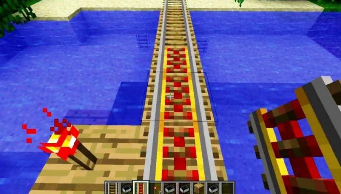 """Рельсы в """"Майнкрафт"""" можно проложить даже над водой"""