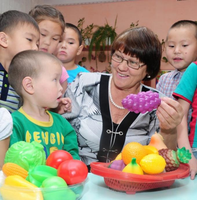 Как устроиться воспитателем в детсад