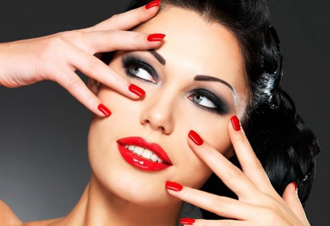 What lipstick suits brunettes