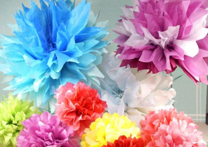 Хризантему лучше делать из тонкой прозрачной бумаги