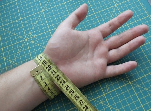 How to measure hand