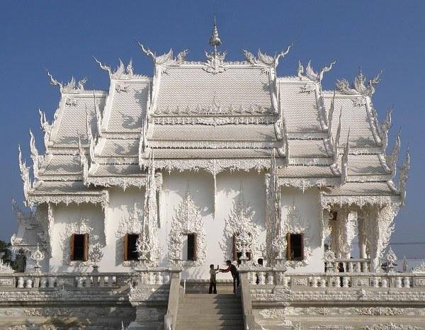 Знаменитый Белый Храм в Чианг Рае