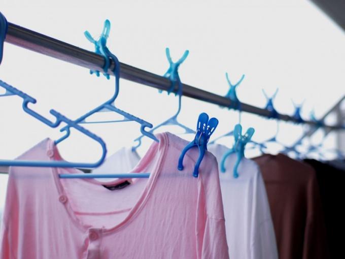 Куда отдать старую одежду