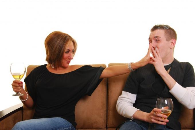 Как мужу бросить курить