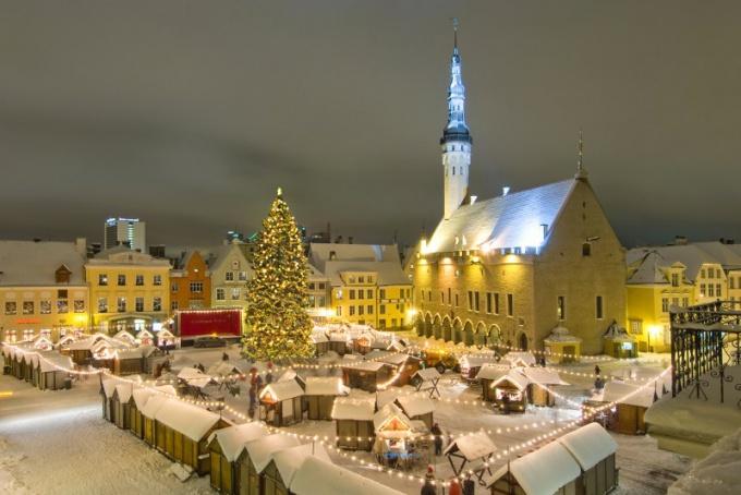 Рождественский Таллинн кажется сказочным городом
