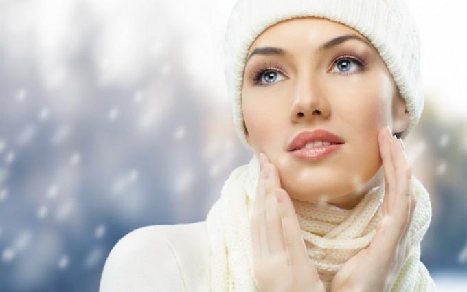 Как выбрать крем для лица зимой