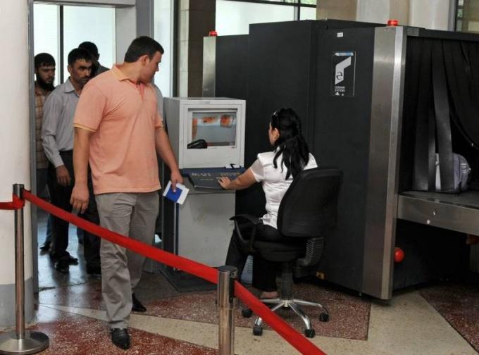 Пункт таможенного досмотра обязателен для посещения при пересечении границы.