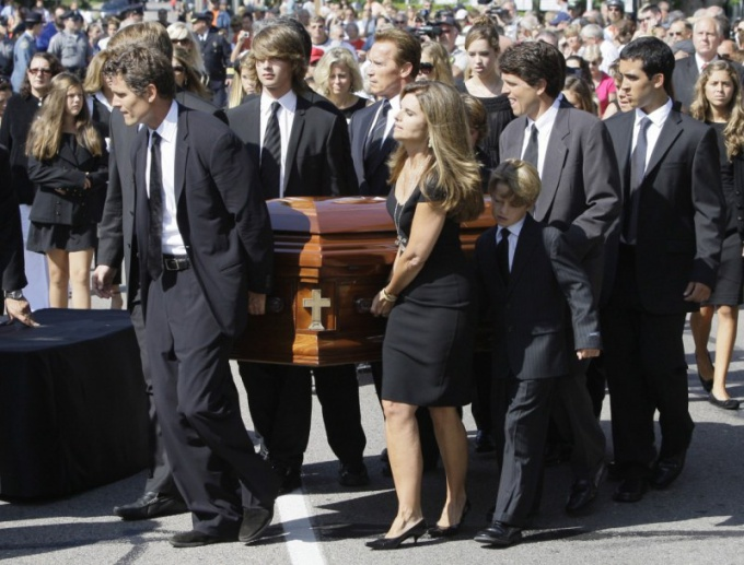 Проведение похорон потребует от вас огромных моральных усилий