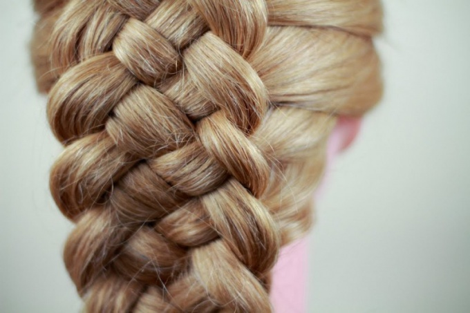 How to weave a braid of five strands