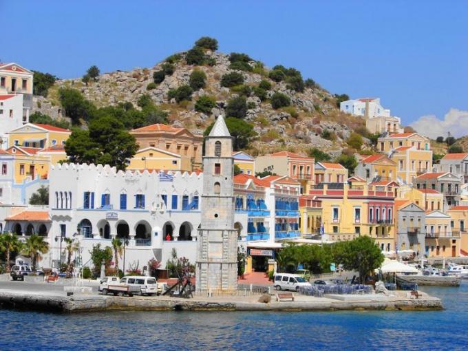 Греция славится своим теплым климатом и гостеприимством местных жителей, поэтому вы сможете отдохнуть там на славу.