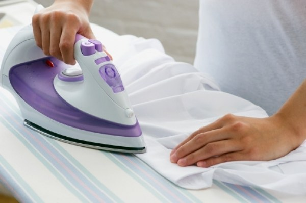 How to clean an iron with a Teflon sole