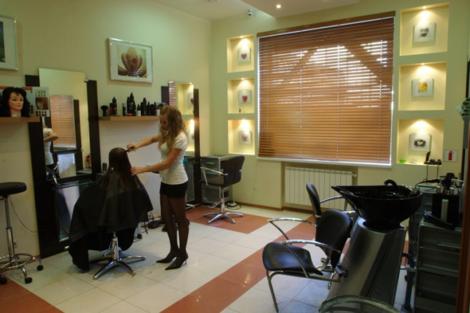 Если ваша парикмахерская начнет приносить доход, вы сможете расшириться или переехать в более просторное помещение.