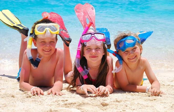Куда отправить летом детей