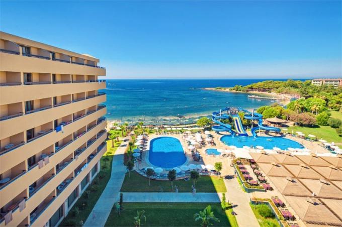 куда лучше поехать отдохнуть в хорватию или черногорию