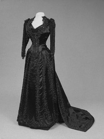 Платье для черного бала. 1880-е годы