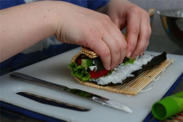 Видео сделать суши своими руками в домашних условиях