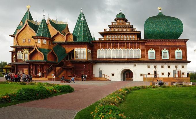 Музей-усадьба Коломенское становится популярным местом в осенние каникулы