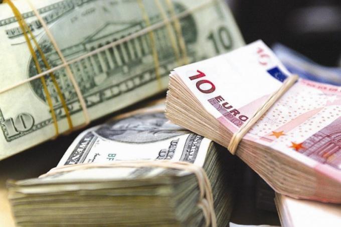 Как выгодно хранить валюту в 2017 году