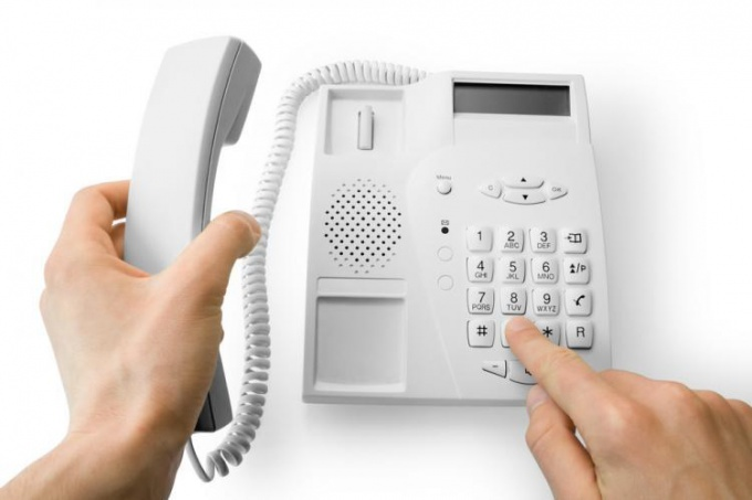 How to dial landline numbers