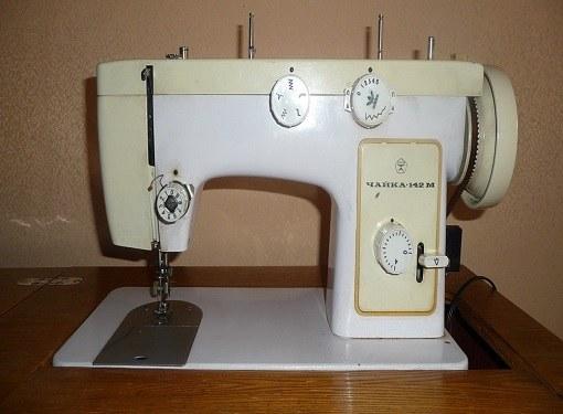 Как заправлять ножную швейную машинку