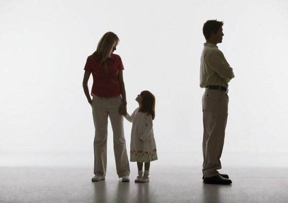 Как подать на алименты, находясь в браке