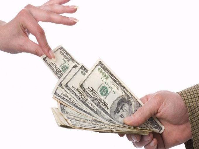 Перевод денег через банк является практически синонимом выражения «из рук в руки»
