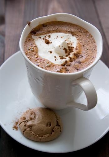 Напиток для влюбленных – горячий шоколад.