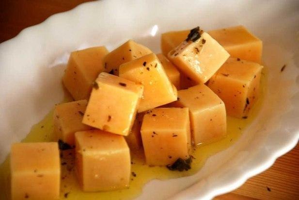 Маринованный сыр-вкусно и полезно
