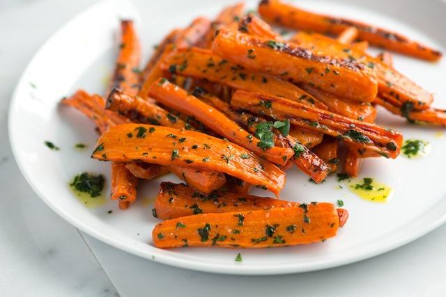 Жареная морковь с петрушкой в масле