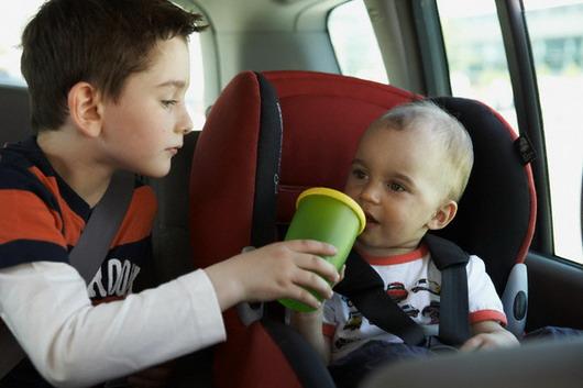 Помогите ребенку избежать укачивания в дороге
