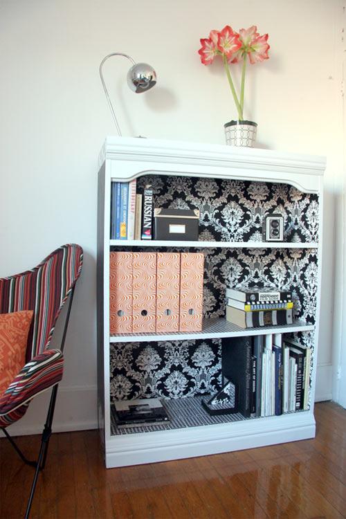 Новая мебель благодаря старым обоям.