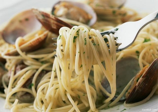 Спагетти с морепродуктами под сливочным соусом
