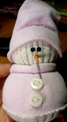 Новогодние подарки своими руками: делаем снеговика
