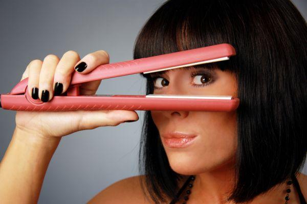 Как защитить локоны от утюжка для волос