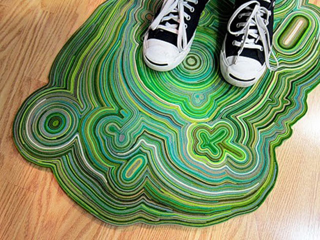 Замечательный коврик из драповых полос