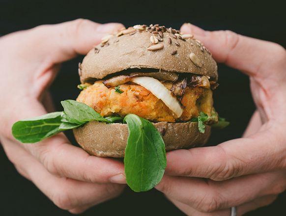 Гамбургеры с морковью и орехами