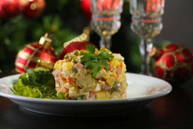 Готовим к Новому году: рецепт оригинального салата Оливье