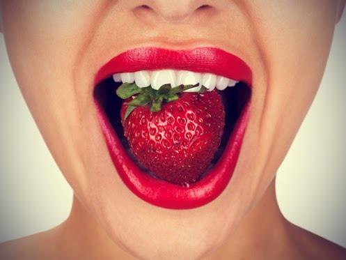 натуральный способ отбеливания зубов