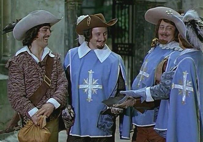 Приключения Д'Артаньяна много лет делают популярным костюм мушкетера