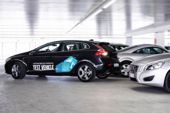 Современные автомобили умеют парковаться автоматически