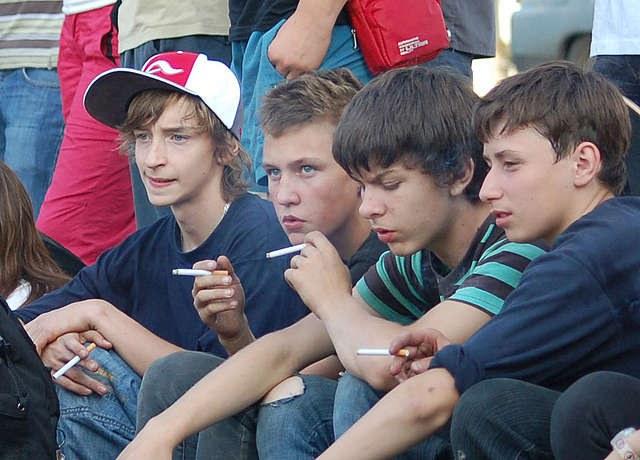 Имеет ли право учитель сообщать родителям, что их ребенок курит?