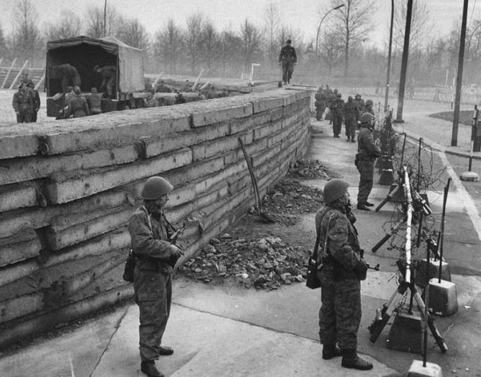 Когда закончилась холодная война между СССр и США