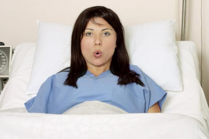 Как правильно тужиться при родах?