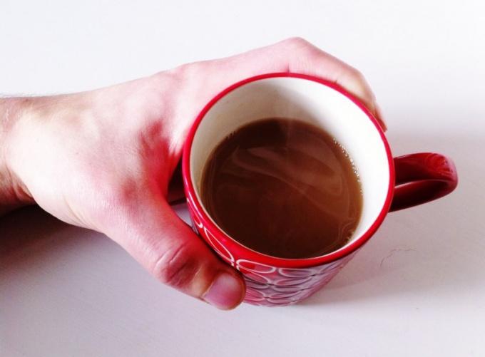 Как можно быстро остудить очень горячий чай