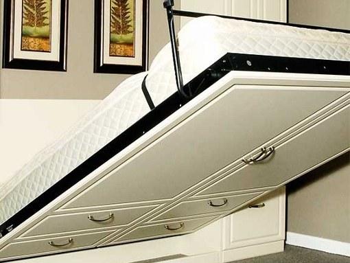 Подъемная кровать - компактное решение для маленьких спален