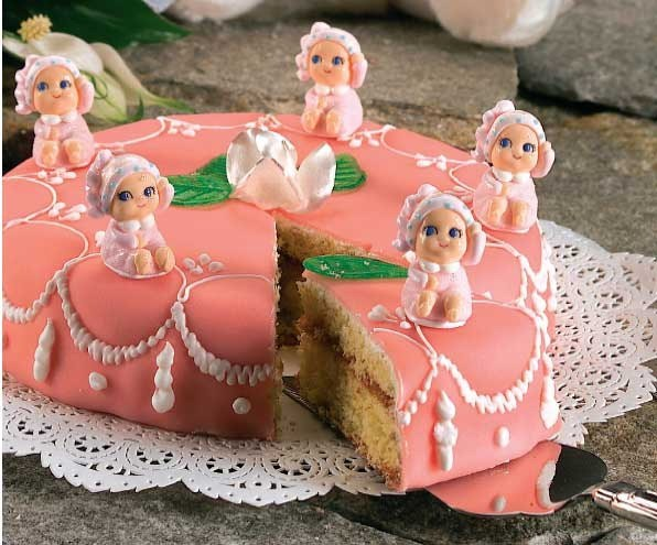 Cake with fondant flesh-colored