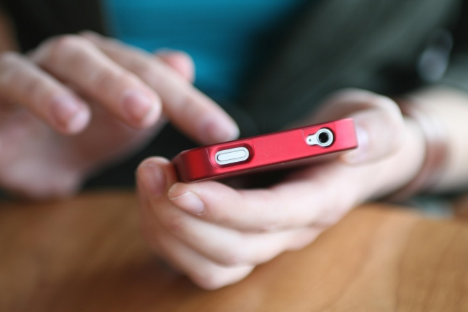 Позвонить оператору Билайн можно с мобильного телефона