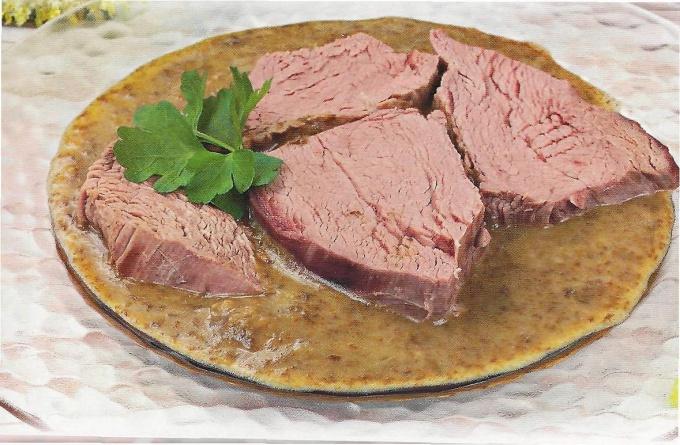 отварное мясо под шпинатным соусом