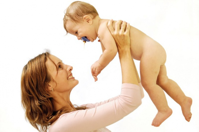 Какие пособия положены мамам, находящимся в декрете
