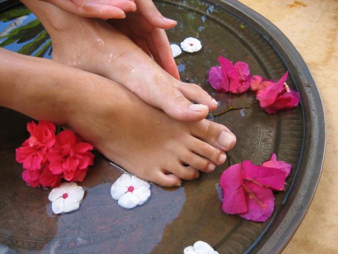Как бороться с запахом ног
